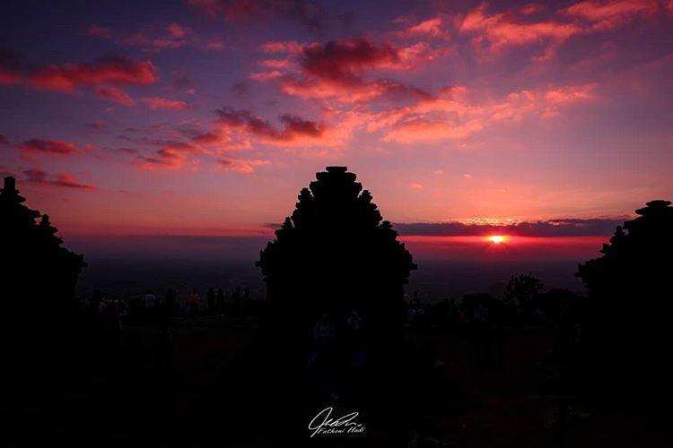 Indahnya Sunset (Matahari Terbenam) di Candi Ijo Yogyakarta